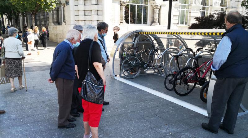 Cantabria ConBici anima a los ciudadanos de Santander a usar los nuevos amarres cubiertos para bicicletas instalados por el Ayuntamiento