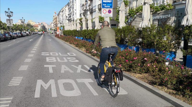 El primer día de salidas evidencia la necesidad de más espacios para peatones y ciclistas en Santander (El Faradio)